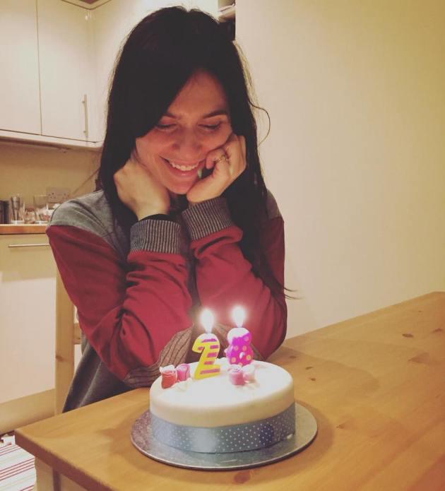 Buon compleanno ad Erica Mou, 28 anni «nella vasca da bagno del ...